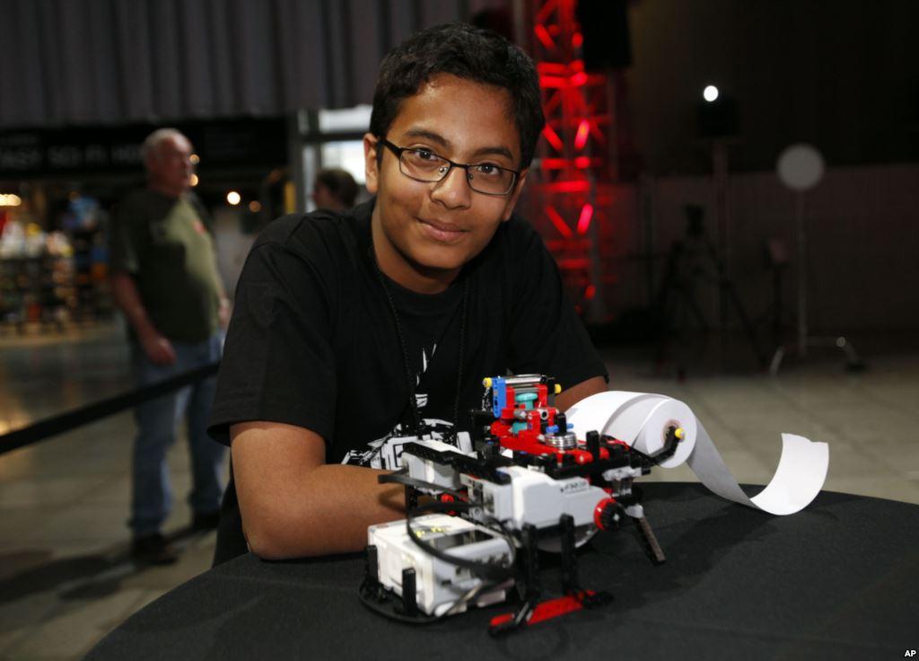 tredicenne inventa stampante Braille fatta di LEGO