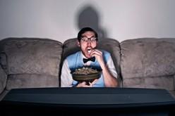 Binge whatching, abbuffate di tv per dimenticare la depressione
