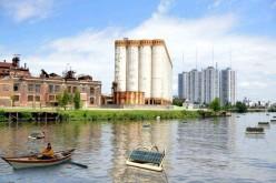 Una boa a energia solare per pulire le acque inquinate