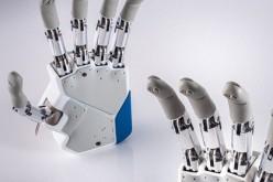 Mano bionica comandata con il pensiero impiantata su tre pazienti