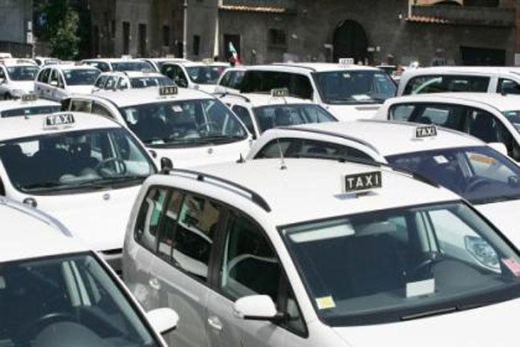 A Milano i tassisti protestano contro Uber