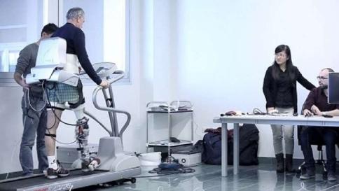 Gambie bioniche, a Pisa si torna a camminare con protesi robotizzate