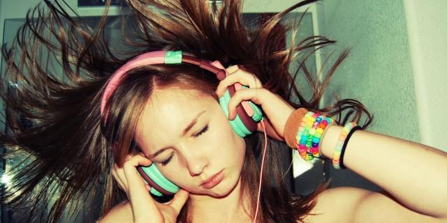 Musica assordante, un miliardo di giovani rischiano l'udito