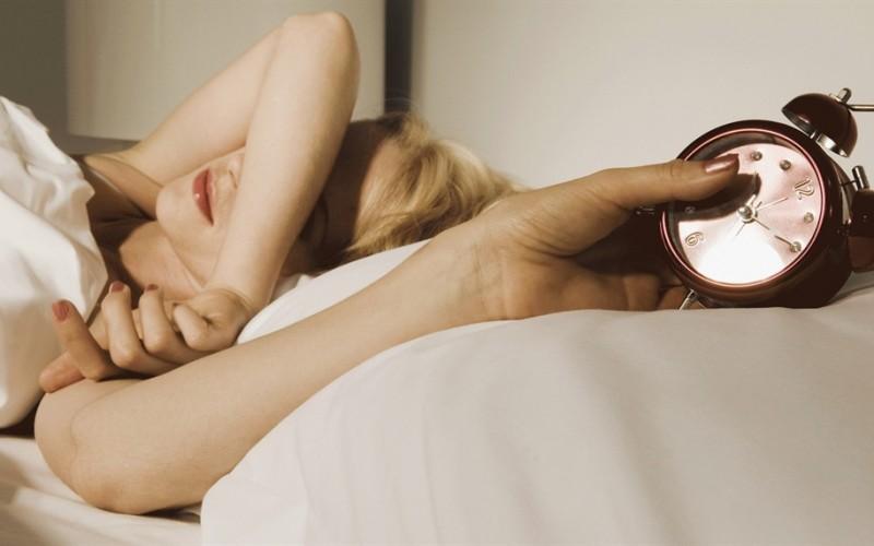 Soffrire di insonnia o dormire poco è come essere ubriachi