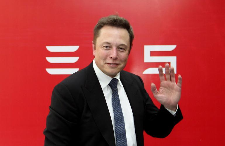 Elon Musk lascia la presidenza di Tesla a tempo determinato
