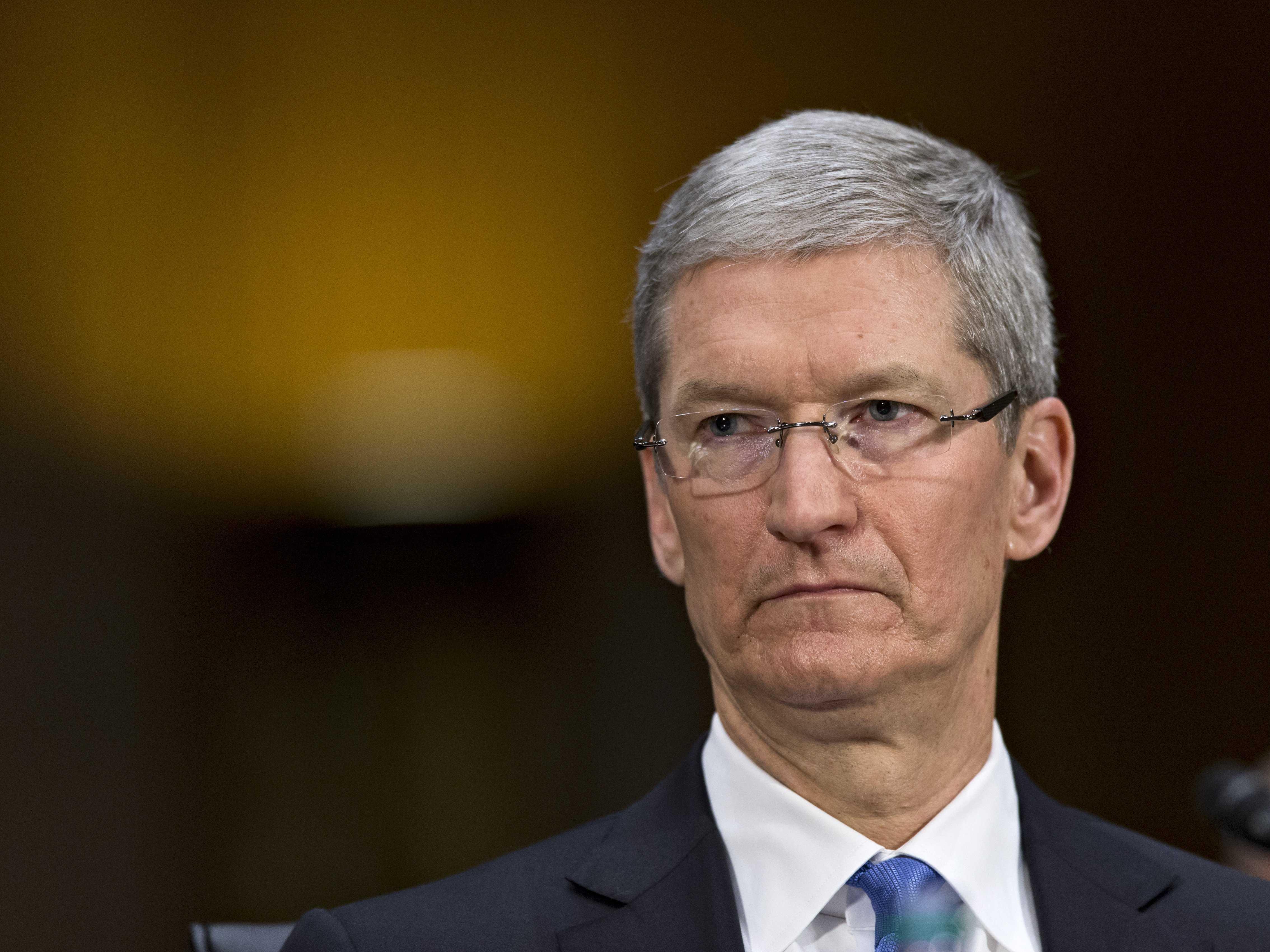 Tim Cook difende l'accordo tra Apple e Google