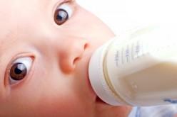 Latte materno, truffa online: il 10% è mischiato con latte vaccino