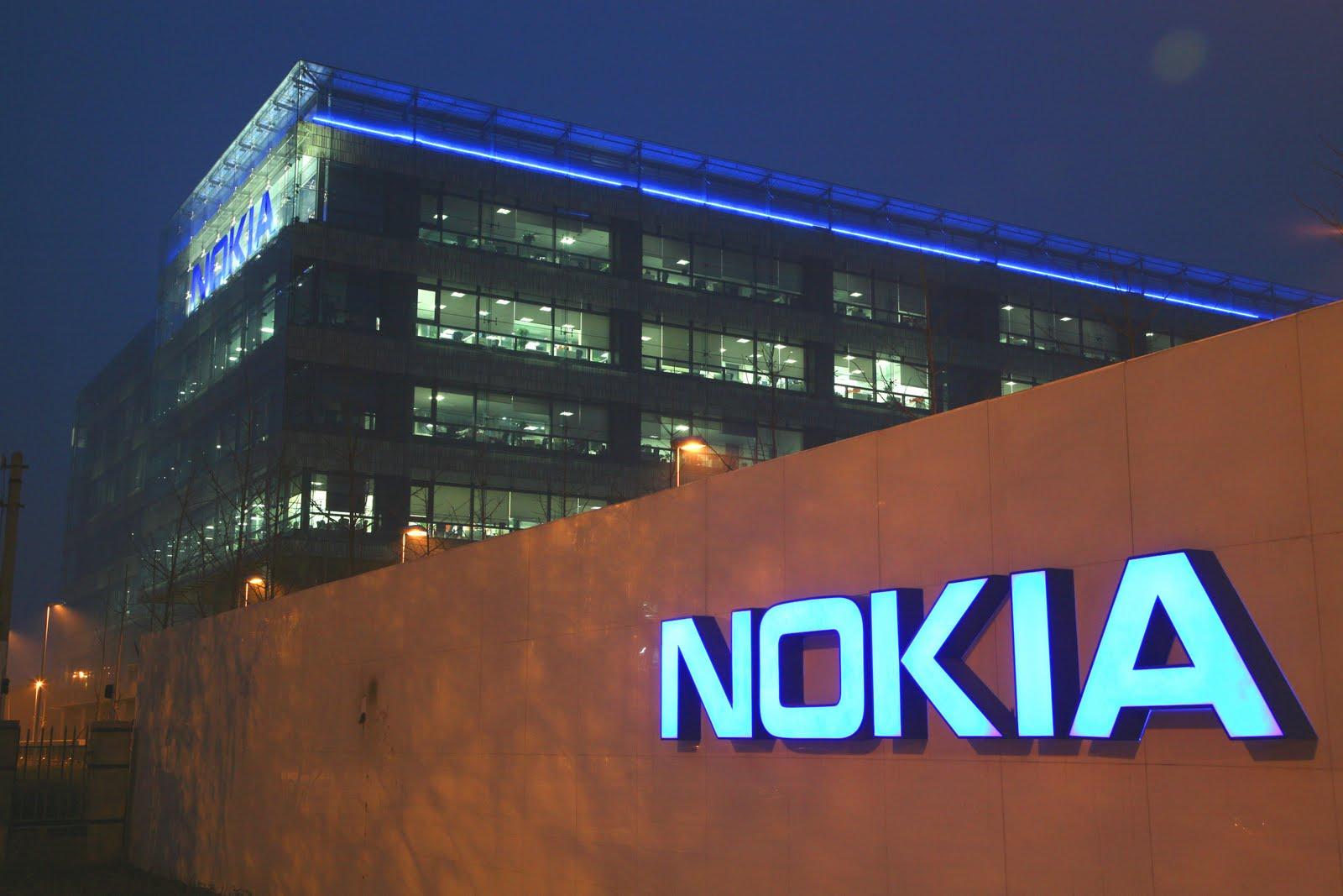 Nokia smentisce la produzione di uno smartphone per il 2016