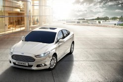 Una nuova Mondeo Hybrid per Torino: Ford la consegna al Sindaco Piero Fassino
