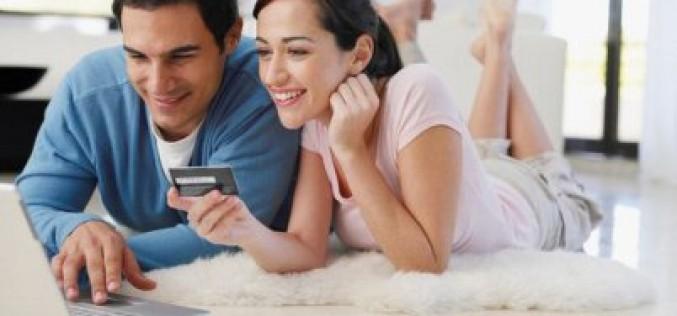Italiani pazzi per lo shopping online: il 93% acquista anche per altre persone