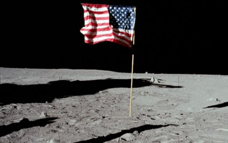 """Russia vs USA: """"Dove sono le prove dello sbarco sulla Luna?"""""""