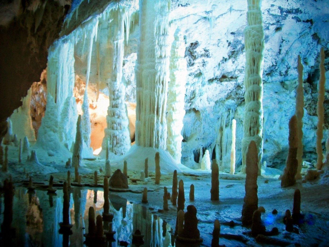 Google Street View Grotte di Frasassi Grotta del Vento