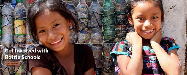 Sostenibilità, realizzate 60 scuole con mattoni di bottiglie riciclate