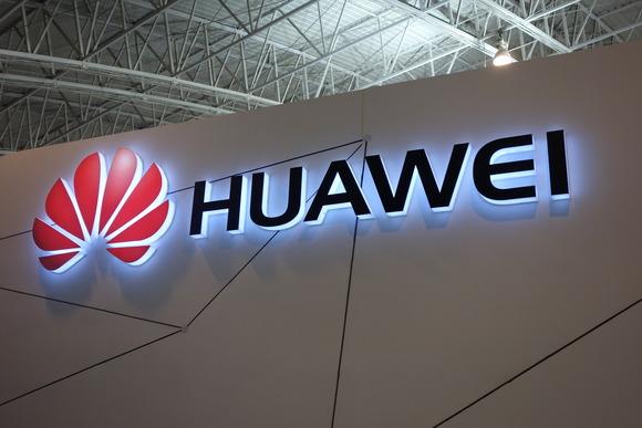 Huawei per dicembre prepara uno smartphone con fotocamera integrata nel display