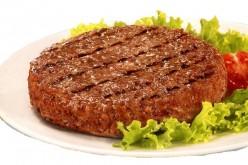 Carne rossa confezionata: è cancerogena quanto il fumo