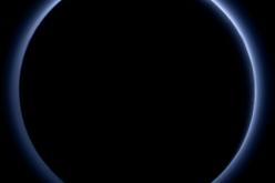 Plutone ha un cielo azzurro e mari ghiacciati