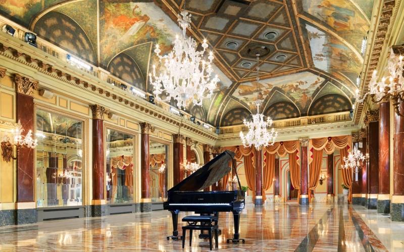Droni mostrano il lusso dell'Hotel St. Regis di Roma