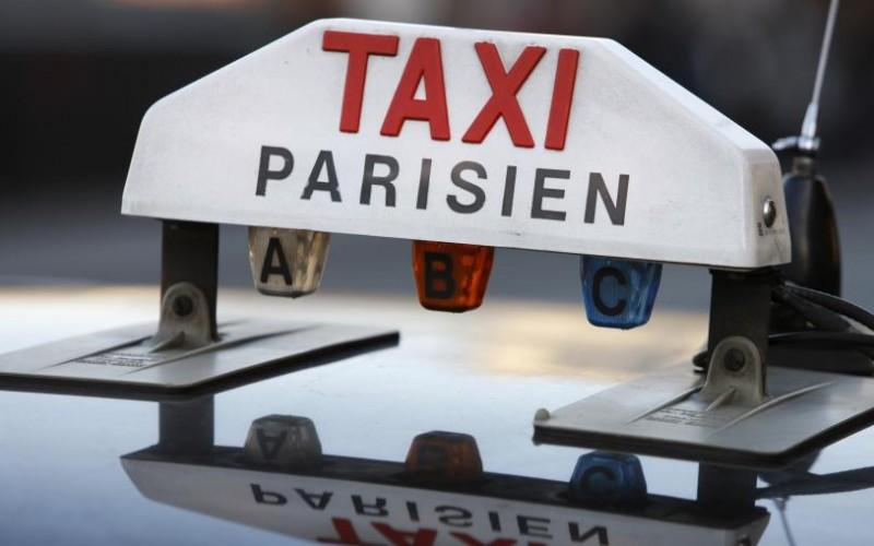 La Francia costringe Uber a risarcire i tassisti