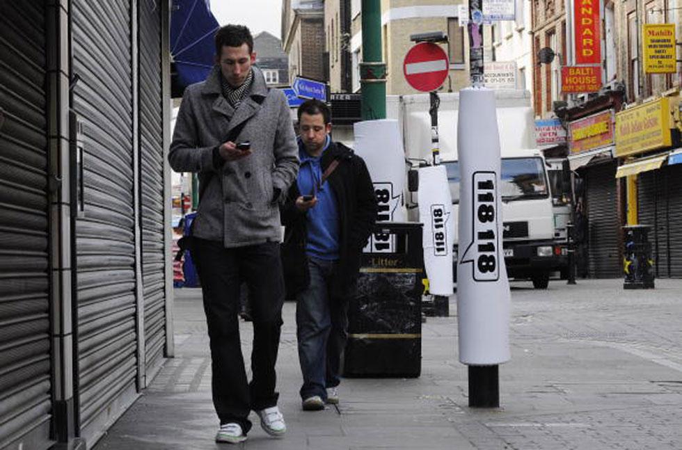 """Semafori a terra contro la """"distrazione da smartphone"""""""
