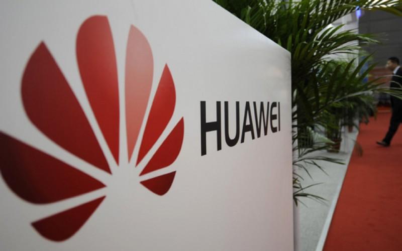 Huawei annuncia uno smartphone pieghevole e occhiali AR