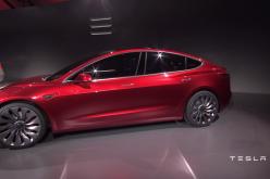 Tesla ha presentato Model 3: la sua auto per le masse