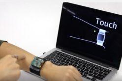 Lo smartwatch estende le funzioni all'avambraccio