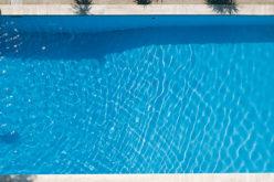 Piscine e rischi nascosti: la disinfezione non basta a pulire l'acqua