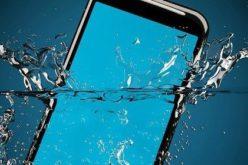 Caldo e acqua, nemici degli smartphone. I consigli per non perdere fotografie, video e ricordi digitali dell'estate