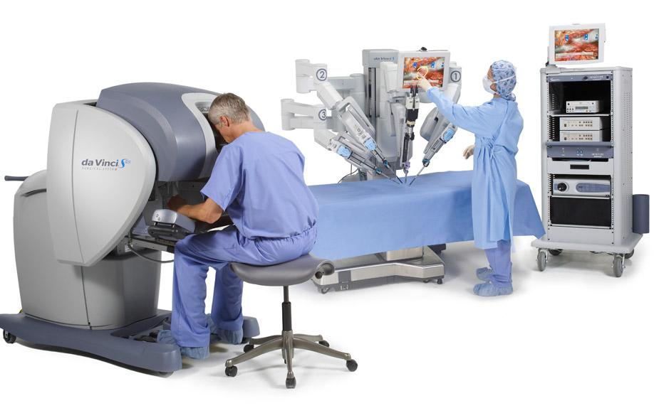 Chirurgia hi-tech, al Toniolo opera il robot con quattro braccia