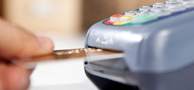 Vacanze all'estero: usare la carta sbagliata può costare caro