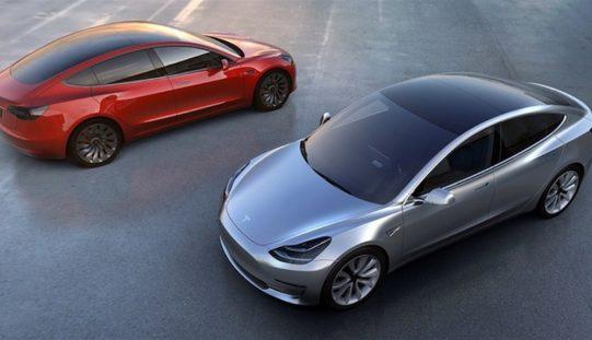 È cominciata l'era della Tesla Model 3