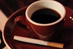 Sigaretta e caffè, accoppiata perfetta: ecco perché
