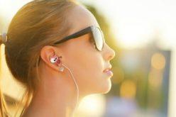 Sordità in aumento, troppi decibel tra auricolari e musica live