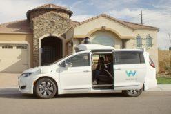 Waymo presenta il primo servizio di taxi con self driving car