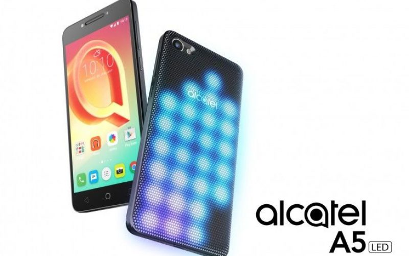 Alcatel A5 LED, lo smartphone dalla cover luminosa