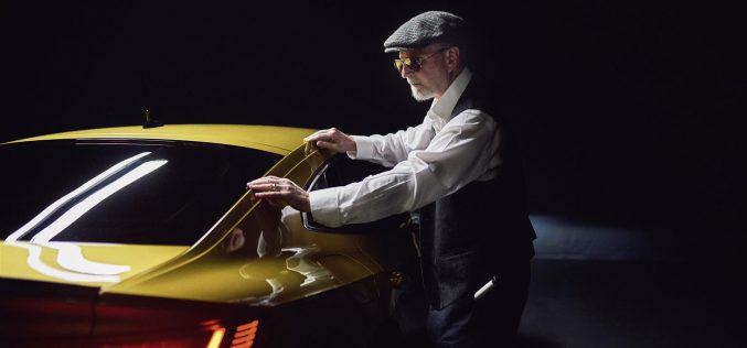 Il fotografo non vedente Pete Eckert presenta la Volkswagen Arteon attraverso immagini uniche