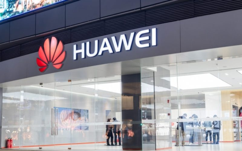 Huawei apre a Milano il primo flagship store europeo (e assume)