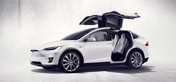 Anche Tesla ha un chip per le auto senza pilota
