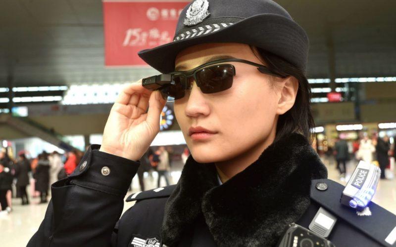 La polizia cinese controlla i turisti con gli occhiali connessi