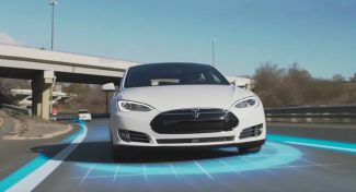 Tesla rende open source parte del codice Autopilota