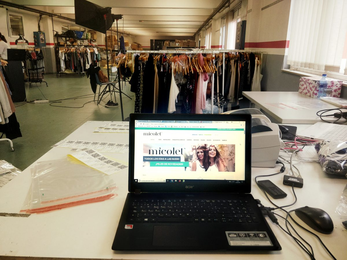 quality design d4083 f00db Lo shop online di abbigliamento second hand arriva in Italia ...