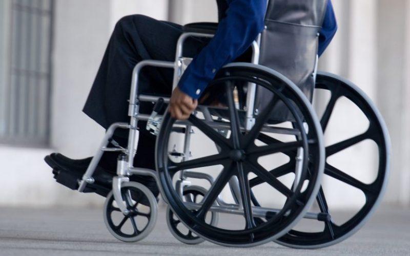 Paralisi uomo torna a camminare grazie a una rivoluzionaria terapia