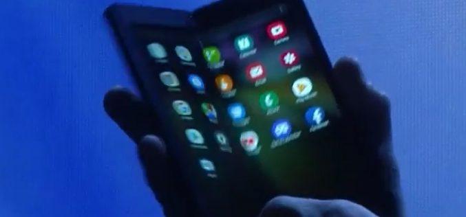 Samsung mostra il suo smartphone pieghevole senza svelarne i segreti