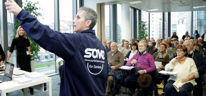 I dipendenti Samsung insegnano agli over 65 l'uso corretto della tecnologia