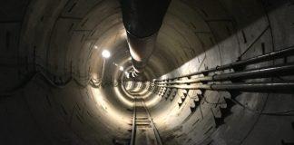 Elon Musk svela il primo tunnel di Boring Company per sconfiggere il traffico