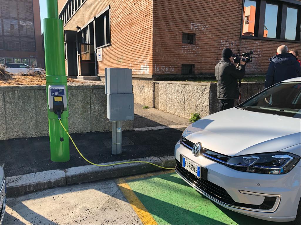 Electrify Verona: installati pali intelligenti per la ricarica veloce