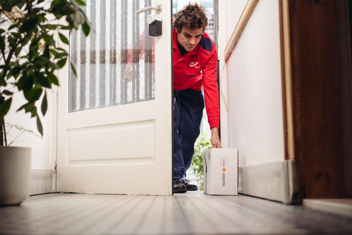 bpost e Zalando: consegne e ritiri più facili con la tecnologia Smart Door
