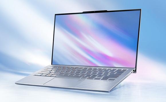 Presentato al CES di Las Vegas il notebook che dedica una porzione superiore a webcam e pannello di apertura