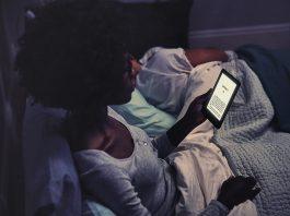 Nuovo Amazon Kindle con luce anteriore regolabile