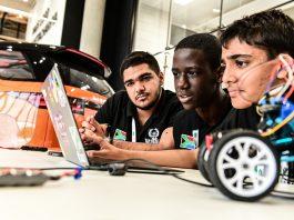 Land Rover 4x4 in Schools forma i tecnici per i veicoli autonomi